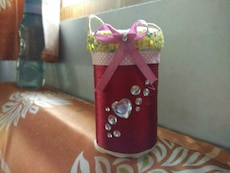 cylindrical red and green studded floral organizer