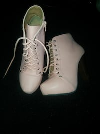 pair of white leather pump-heeled booties Goodyear, 85395