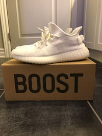Pair of white adidas yeezy boost 350 with box Ottawa, K1N
