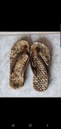 Kids size 3 flip flops in excellent condition smoke free home