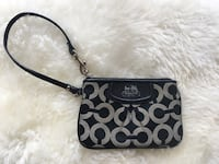 Small Coach wristlet in great condition Toronto, M5R 1A8