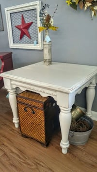Refinished end table/ accent table Kernersville, 27284