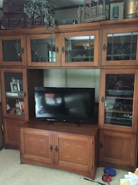 brown wooden TV hutch with flat screen television Youngstown, 44514