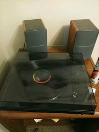 Quality Turn table woth good speakers  Albuquerque, 87108