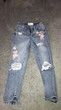 Blue denim distressed denim jeans Fort Saskatchewan, T8L 4E5
