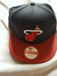 red and black New Era 9fifty Miami Heat embroidered snapback cap