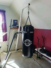 black and gray Everlast heavy bag Hagerstown, 21740