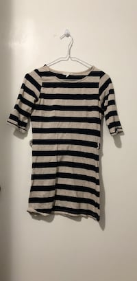White and black stripe scoop neck long sleeve dress small size Coquitlam, V3J 3N9