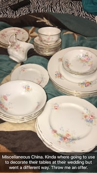 White-and-pink floral ceramic dinnerware set Tyler, 75706