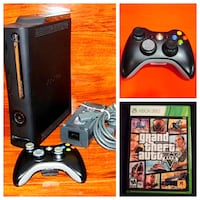 Xbox 360 mint condition, 2 controllers (GTA5) Ottawa, K1C 2P8