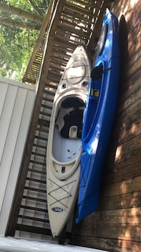 White and blue kayak with accessories 46 km