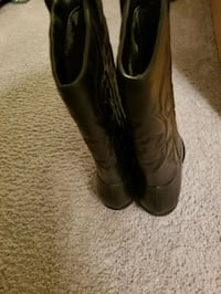 pair of black leather cowboy boots Metairie, 70002