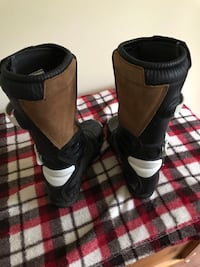 Pair of black leather boots Barrie, L4M 0H9