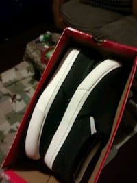 black-and-white low-top sneakers with box Newport, 41071