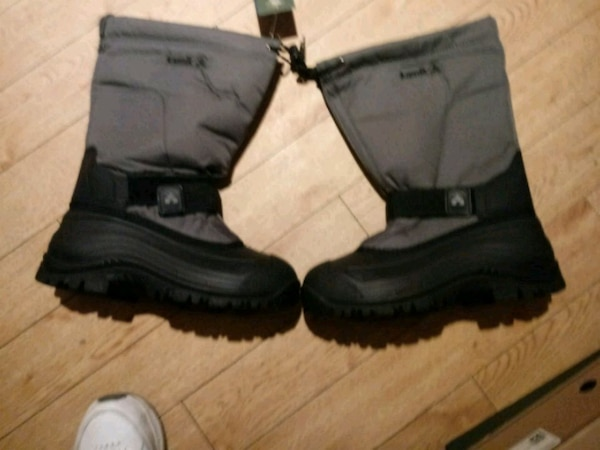 Kamik black and silver snow boots