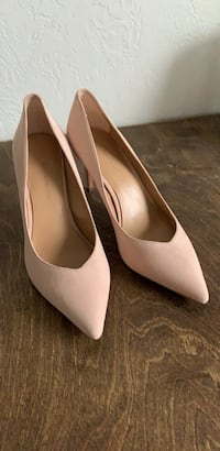 Banana Republic Pink Heels (Size 7.5) Cleveland
