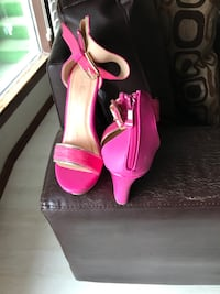 Hot pink wedges with gold trim 3016 km