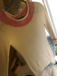 Cute sweater women size small  Beaverton, 97007