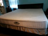 white and gray bed mattress Middletown, 21769