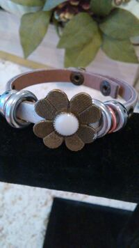 Daisy and silver leather bracelet