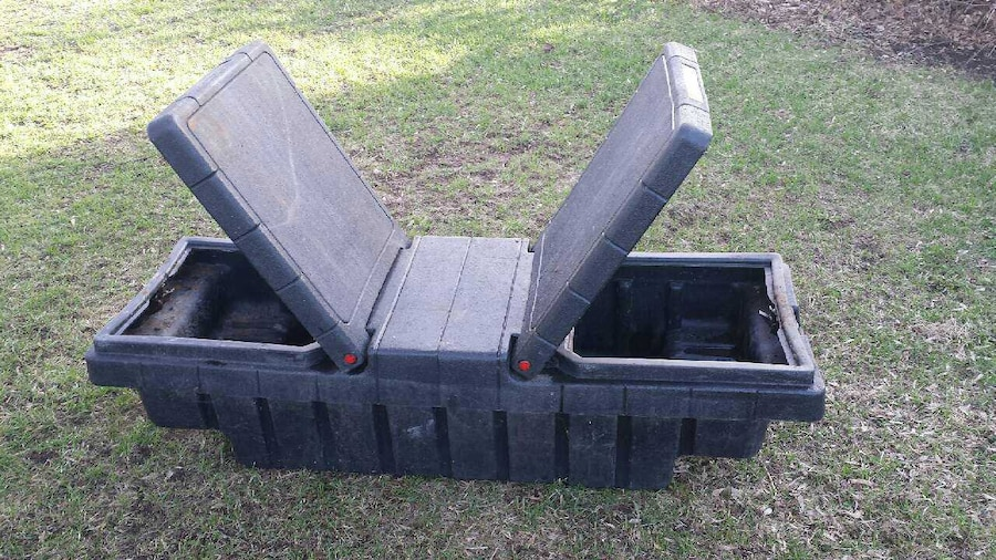 black toolbox for midium truck - Clarence-Rockland