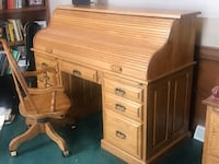 Amish rolltop desk and chair Cranberry Township, 16066