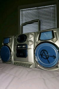 Radio/cd player/cassette player