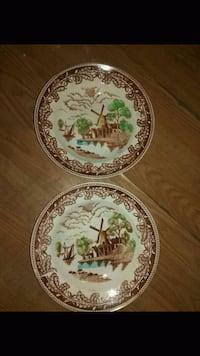 two round white-and-green ceramic plates Oil City, 16301
