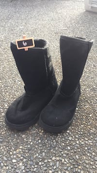 pair of black UGG boots Port Coquitlam, V3B 3R7
