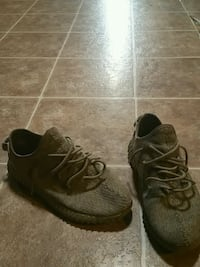 shoes 9.5 Authentic yeezy moonrock Auburn, 98002