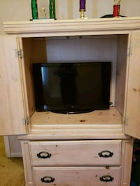 white and brown wooden TV hutch Fresno, 77545