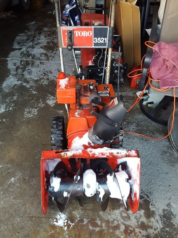3521 red and black Toro snow blower