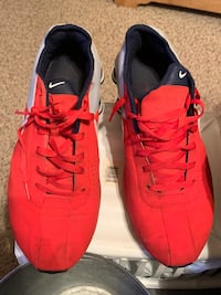 Nike Shox  size 10 1/2.  Rarely worn, great condition Silver Lake, 53170
