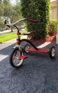 red and black Radio Flyer trike Weston, 33327