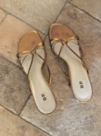 pair of brown leather sandals BP.