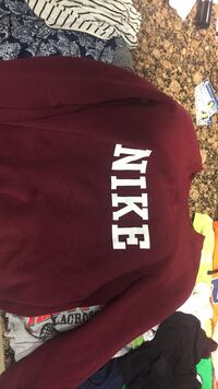 Red nike sweater size small Fredericksburg, 22401