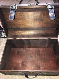 Small wooden chest  Calgary, T2Y