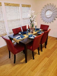 6 Dining Room Chairs Like New 55 km
