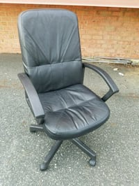 BLACK LEATHER DESK CHAIR  Forest Hill, 21050