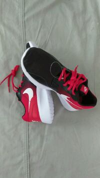 Kids youth size 7 Nike Sneaker, new +tag Lyndhurst, 07071