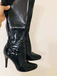 Pair of black leather heeled boots size 7 M London, N6H 4Y8