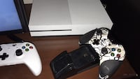 white Xbox One console with controller Denver, 80211