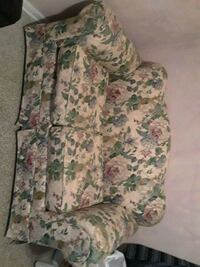 green and white floral fabric loveseat West Palm Beach, 33401