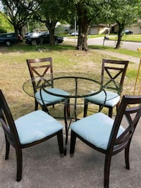 round glass top table with four chairs dining set Houston, 77064