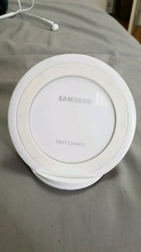 white Samsung wireless charging pad Vaughan, L4H