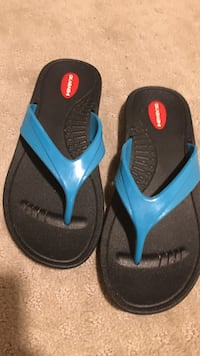 pair of black-and-blue flip flops Falls Church, 22043