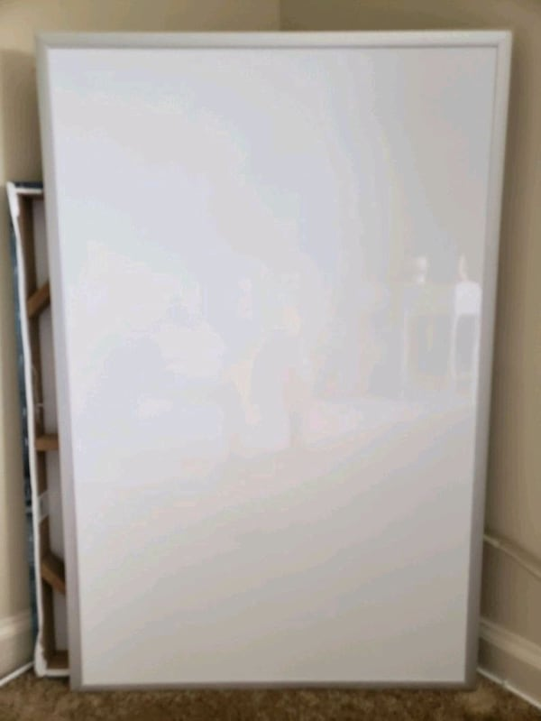 Whiteboard 2x3ft d401fd08-3dd7-4a84-8e43-421b1f13c241