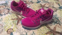 Pair of red nike running shoes Barstow, 92311
