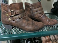 Brown ankle-length boots w/brass buckle-Size 7.5 New Castle, 19720