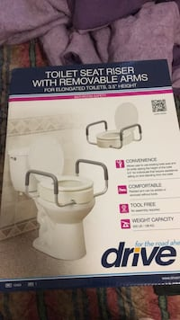 Toilet seat riser with removable arms District Heights, 20747